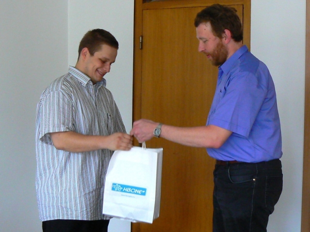 Kádár András átveszi a díjat